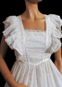 http://img.loveitsomuch.com/uploads/201212/10/vi/vintage%20gunne%20sax%20eyelet%20ruffled%20and%20lace%20maxi%20dress%201980s%20-%20flutter%20sleeves%20-%20free%20us%20ship%20-%20treasu-t13721.jpg