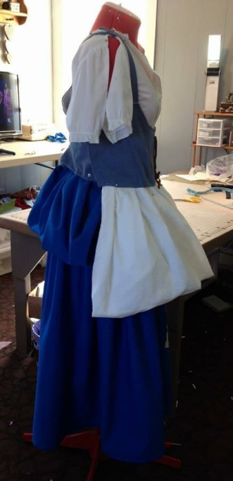"blue ""pouch"" with white apron"