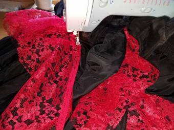 squish gathering lace between the ruffle tiers