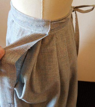 overlap on the apron waist skirt