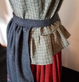 skirt band turned into apron tie